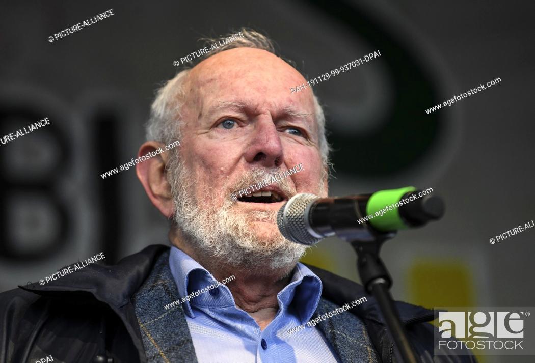 """Stock Photo: 29 November 2019, Baden-Wuerttemberg, Freiburg: The environmental scientist Ernst Ulrich von Weizsäcker will speak on stage at the """"""""Fridays for Future"""""""" action."""
