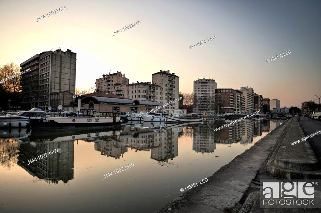 Stock Photo: France, Europe, Toulouse, canal, channel, boats, dusk, twilight, building, construction, skin Garonne,.