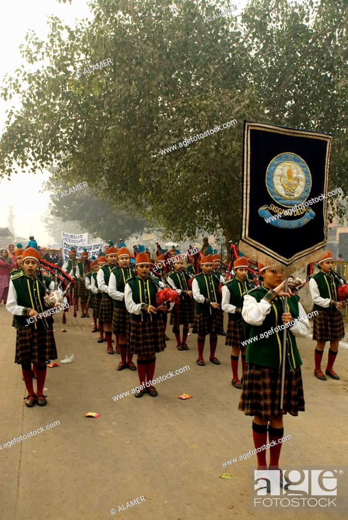 Stock Photo: India, New Delhi, parade of young indian during the anniversary of the martyr of Guru Tegh Baradur.