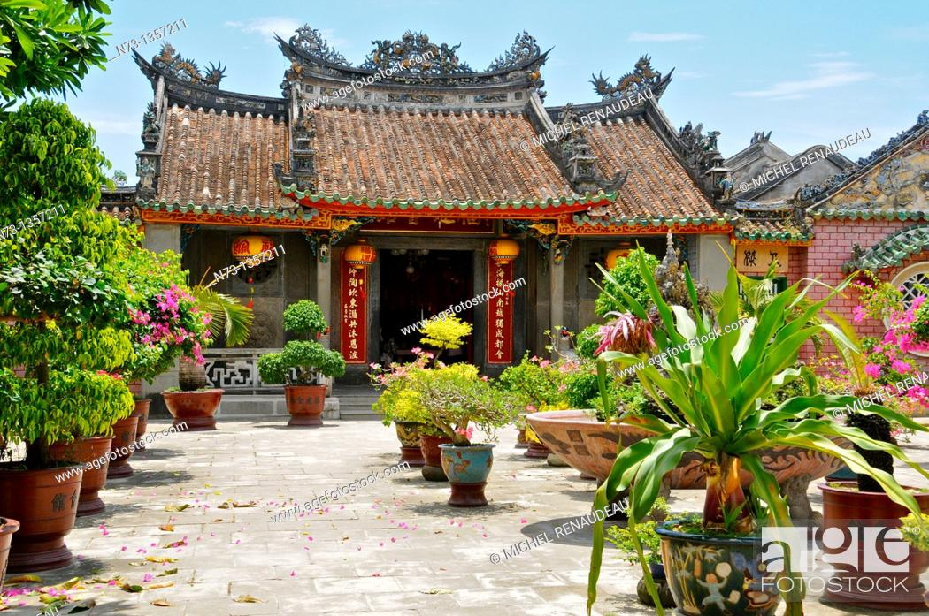 Stock Photo: Vietnam, Quang Nam, Hoi An ancient town, declared World Heritage by UNESCO, Phu Kien Pagoda of the seventeenth century, meeting room of the Fujian Chinese.
