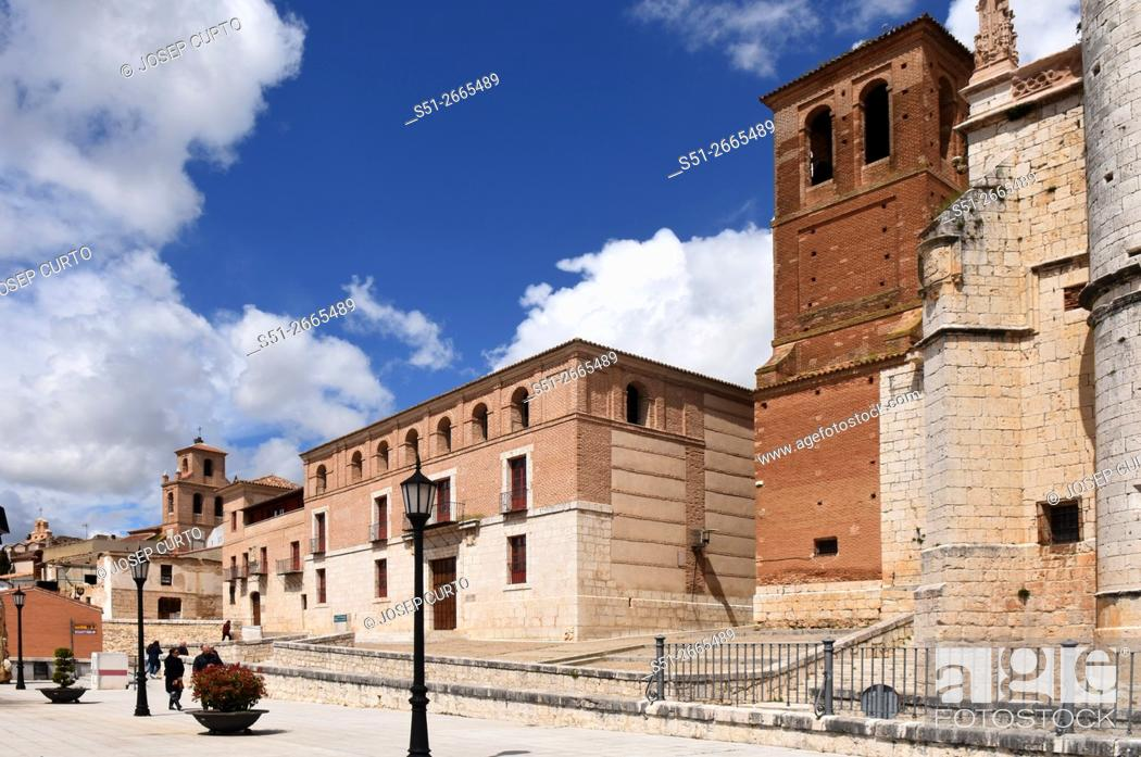 Photo de stock: Church of San Antolin and the Houses of the Treaty in Tordesillas, Valladolid province, Castilla y Leon, Spain.