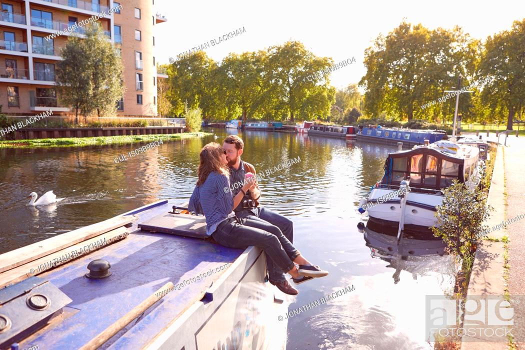 Imagen: Couple on canal boat.