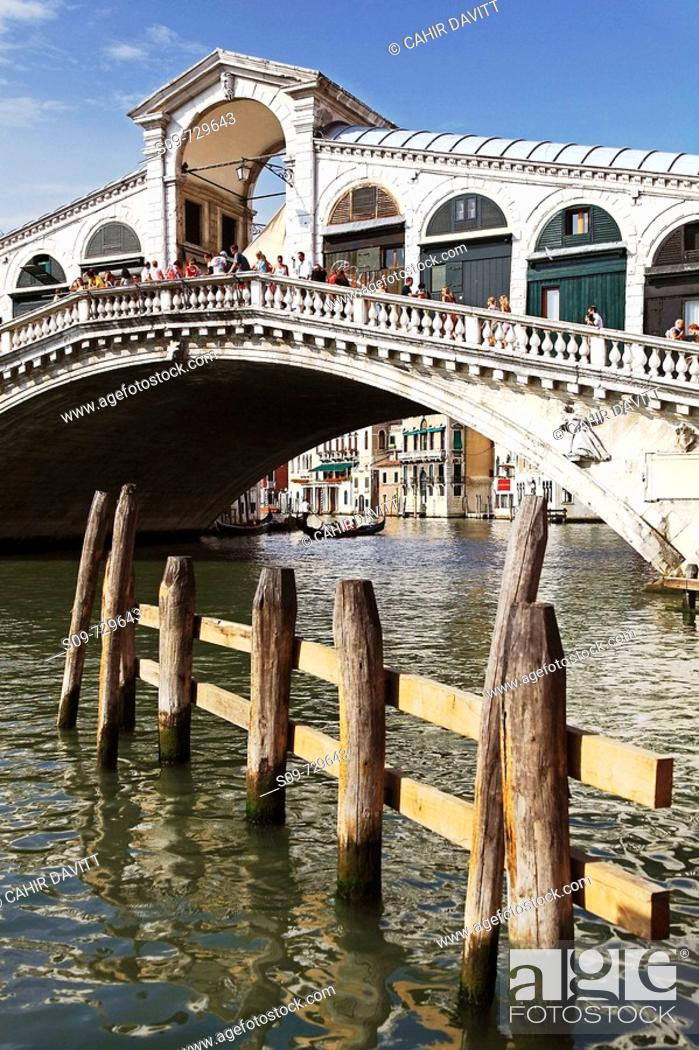 Stock Photo: View of moorings and the Rialto Bridge, Sestière di San Marco, Venice, Veneto, Italy.