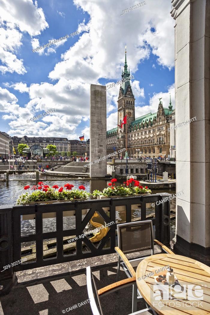 Stock Photo: The terrace of the Alsterkaden overlooking the Denkmal fur die Gefallenen Beider Weltkriege (World Monument and Town Hall, Hamburg Mitte, Hamburg, Germany.