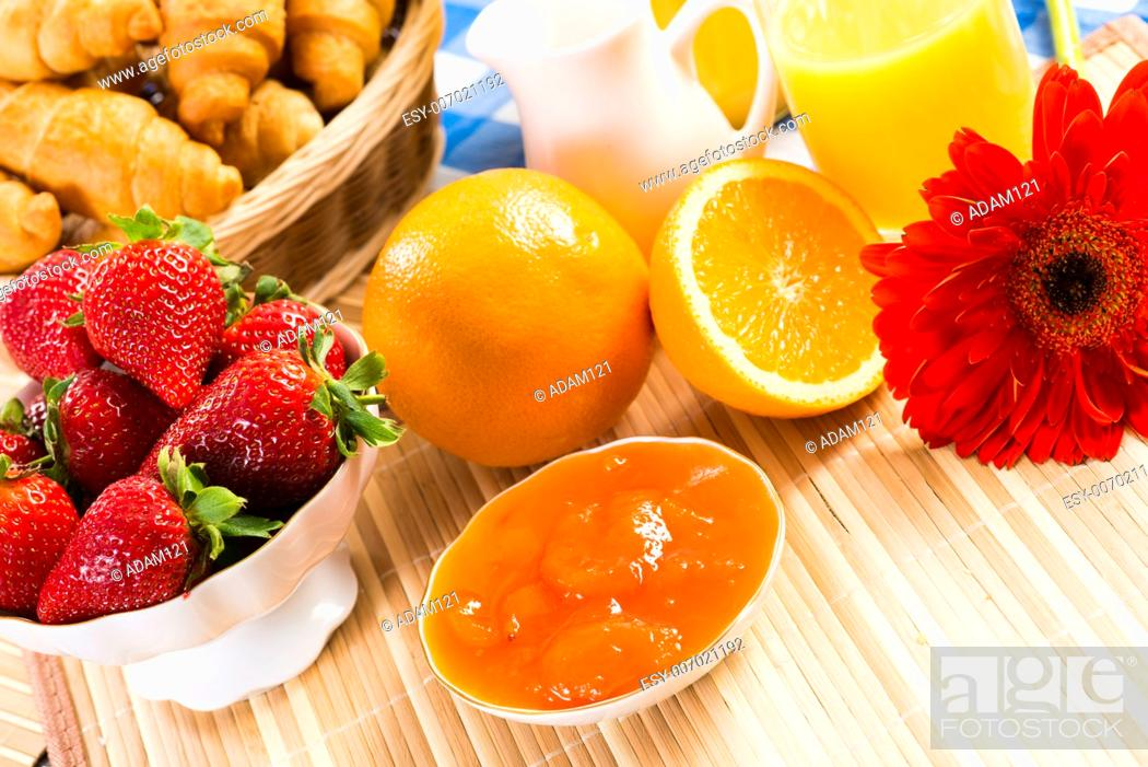 Imagen: orange juice, croissants and strawberries still life.