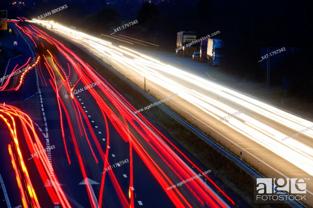 Imagen: light trails at night on a main road junction.