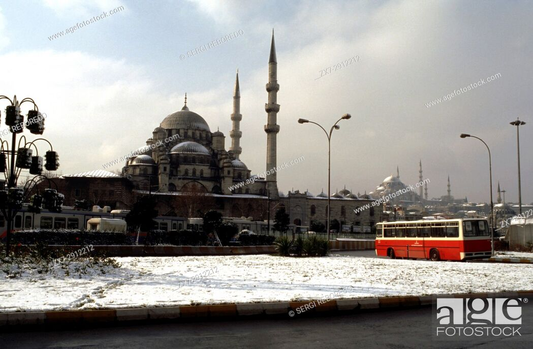 Stock Photo: Bus and front side of New Mosque (Yeni Cami) Istanbul, Turkey.