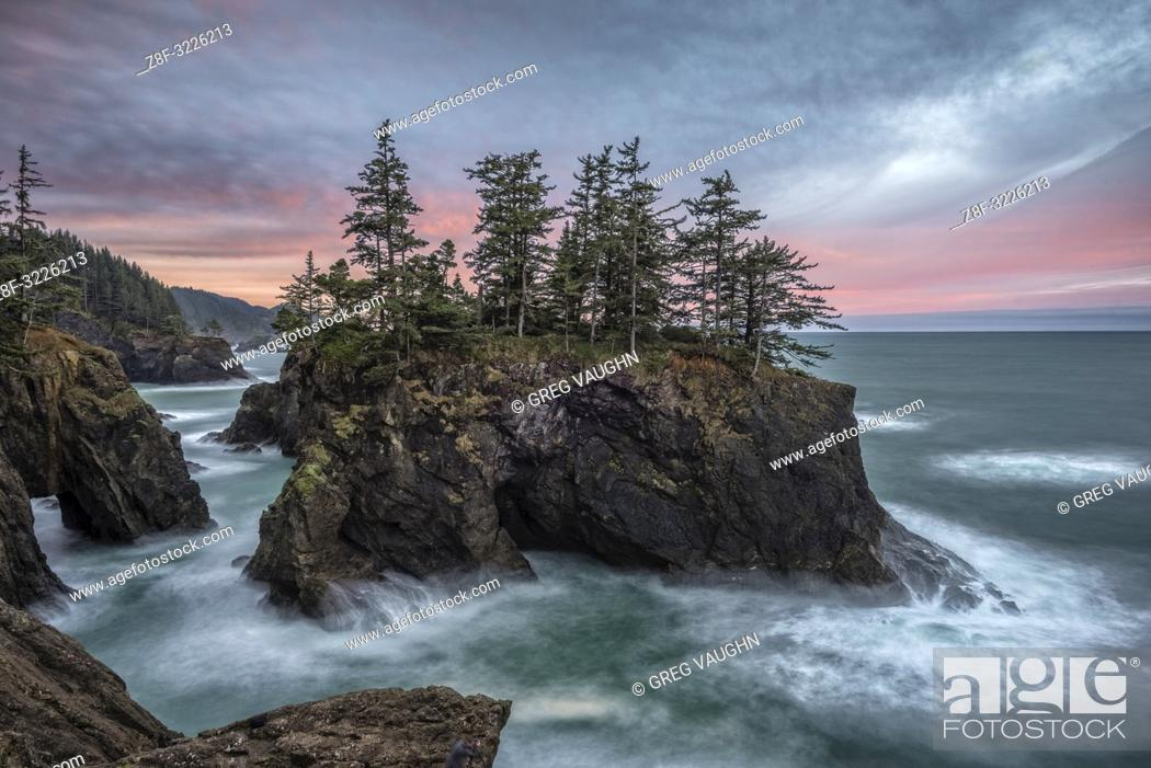 Stock Photo: Natural Bridges State Wayside, Southern Oregon Coast.