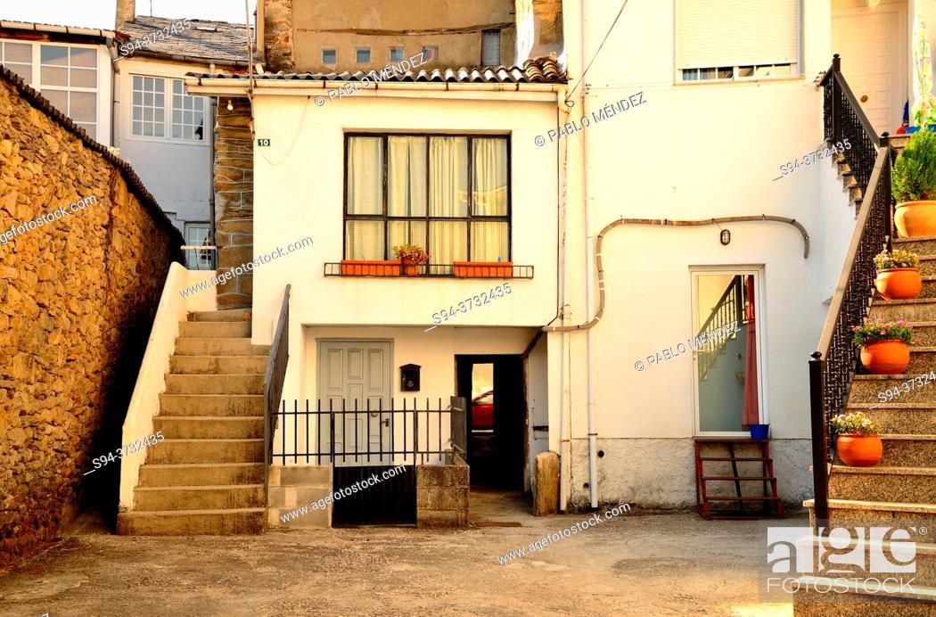 Imagen: Patio in A Pobra de Trives, Orense, Spain.