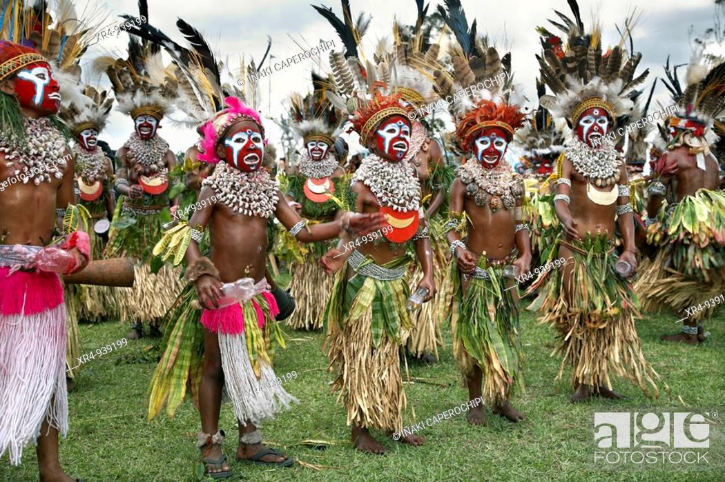 Stock Photo: Sing-sing tribal gathering, Mount Hagen, Western Highlands Province, Papua New Guinea.