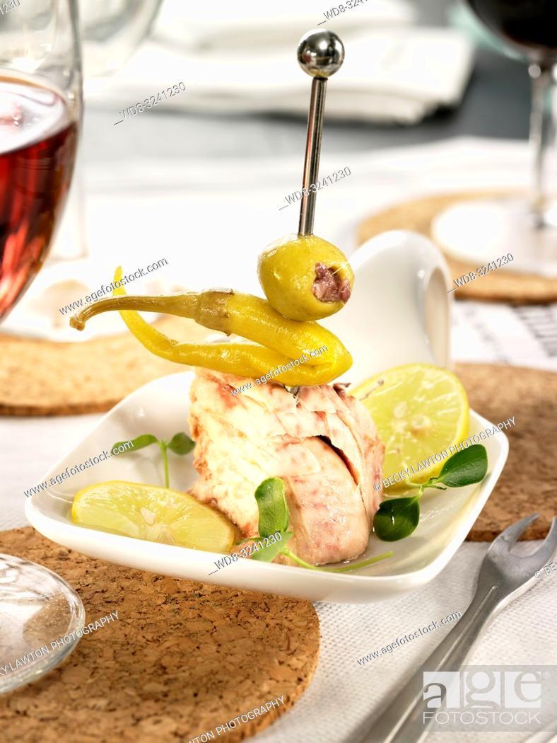 Imagen: pincho de atun, guindilla y mayonesa.