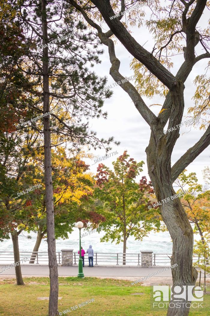 Imagen: USA, New York, Niagara Falls, view from American Falls to Niagara Falls, Ontario, Canada.