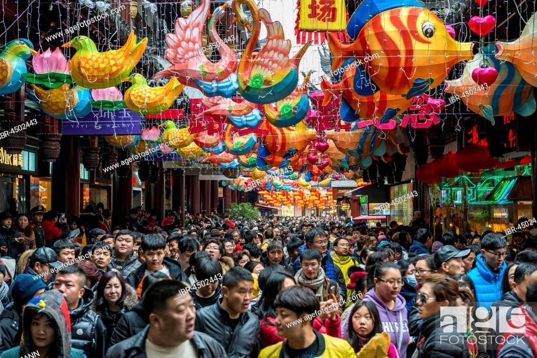 Stock Photo: Crowds of people on Chinese New Year, historic centre, Shanghai, China.