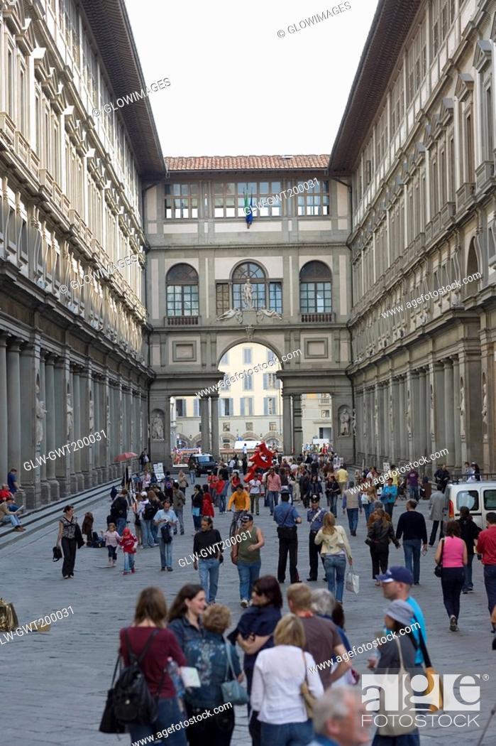 Stock Photo: Tourists in the street, Uffizi Museum, Pallazo Vecchio, Florence, Italy.