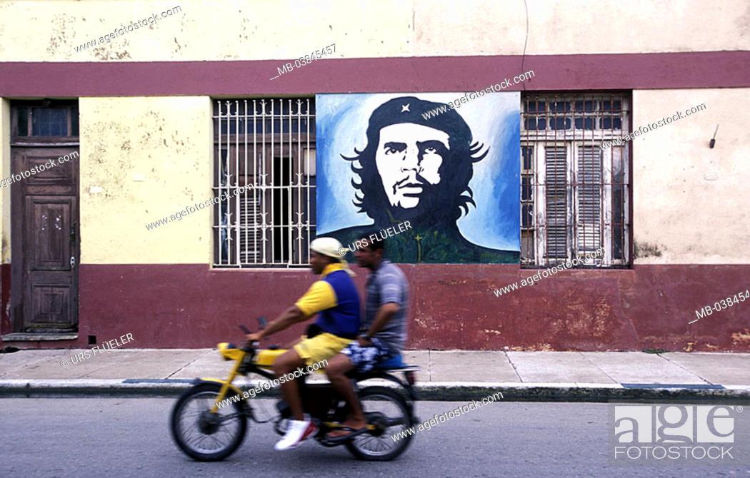 Cuba, Cardenas, models portrait, Che Guevara, street, moped