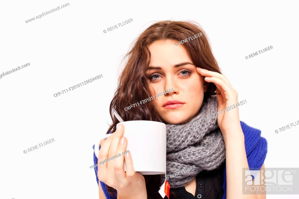 Imagen: A beautiful young woman, lady, girl, cold, runny nose, headache, cup of tea, scarf CTK Photo/Rene Fluger , MR.