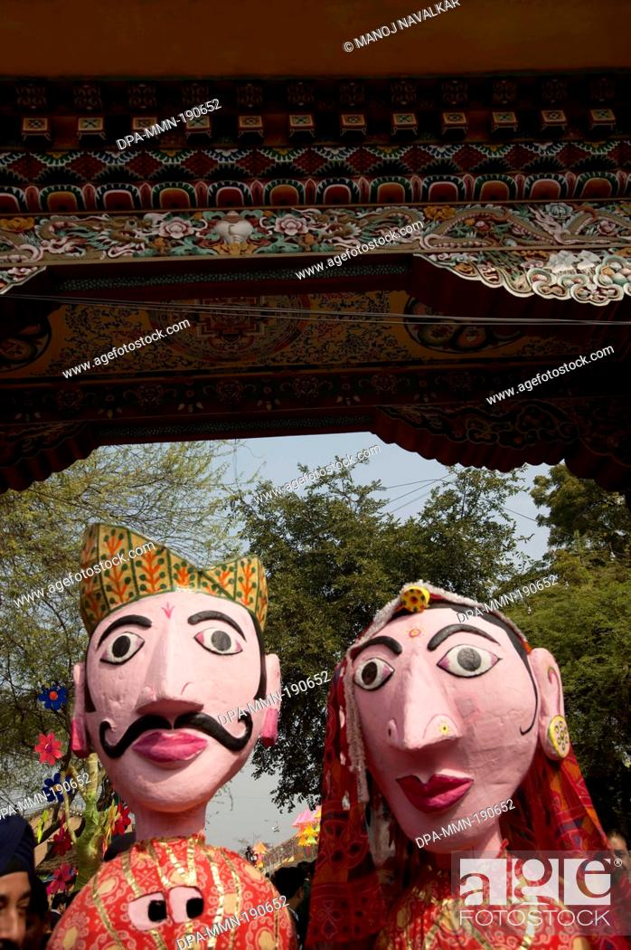 Imagen: puppet couple Surajkund mela Haryana India Asia.