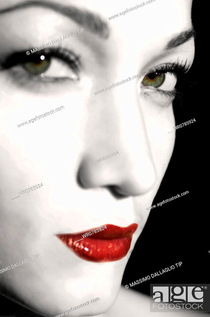 Imagen: Close up of woman's face.