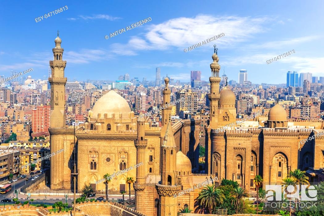 Imagen: The Mosque-Madrassa of Sultan Hassan, view from the Citadel of Cairo, Egypt.