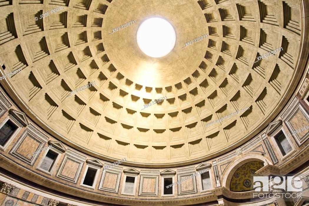 Imagen: Pantheon dome, central oculus, Pantheon by Marcus Agrippa, Roman temple, Piazza della Rotonda square, Rome, Lazio, Italy, Europe.