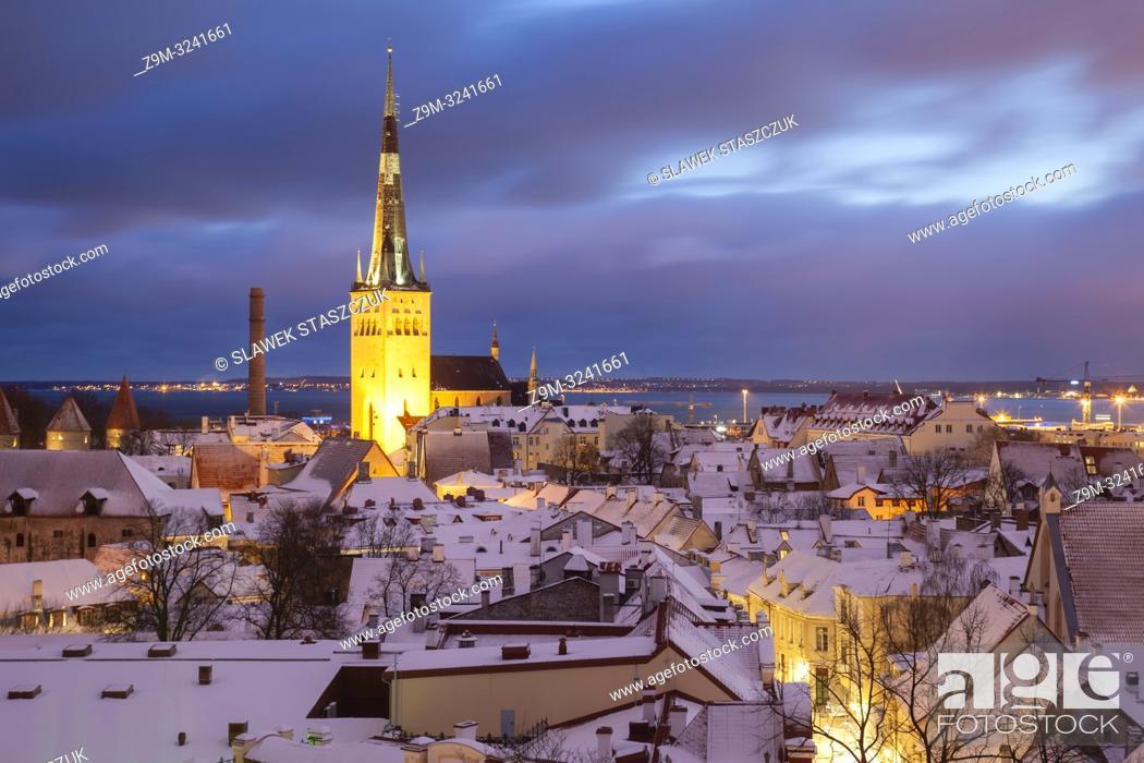 Stock Photo: Winter dawn in Tallinn old town, Estonia.