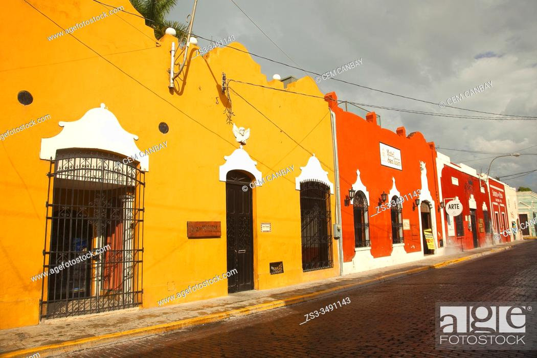 Stock Photo: View to the colonial buildings in the historic center, Merida, Yucatan State, Mexico, Central America.