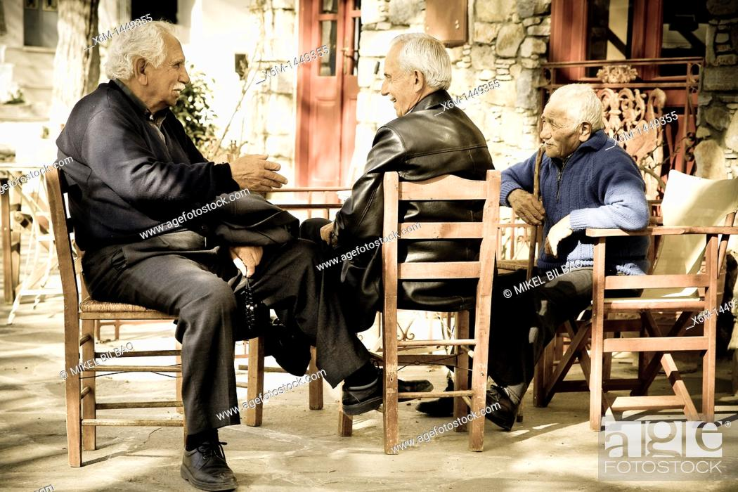 Imagen: Men in a terrace bar  Filoti Naxos island, Cyclades islands, Aegean Sea, Greece, Europe.