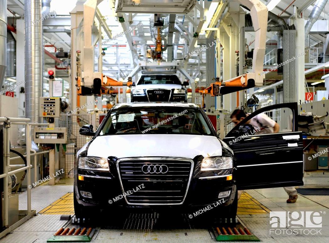 Stock Photo: GERMANY, NECKARSULM, 23.01.2008, final assembly of Audi 8 in Audi-factory Neckarsulm. - NECKARSULM, BADEN-WUERTTEMBERG, GERMANY, 23/01/2008.