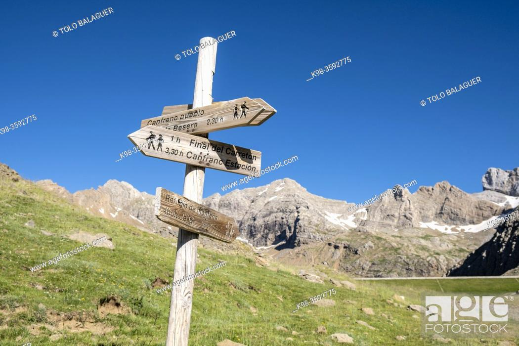 Stock Photo: route signage, Ip Valley, Jacetania, Huesca, Spain.