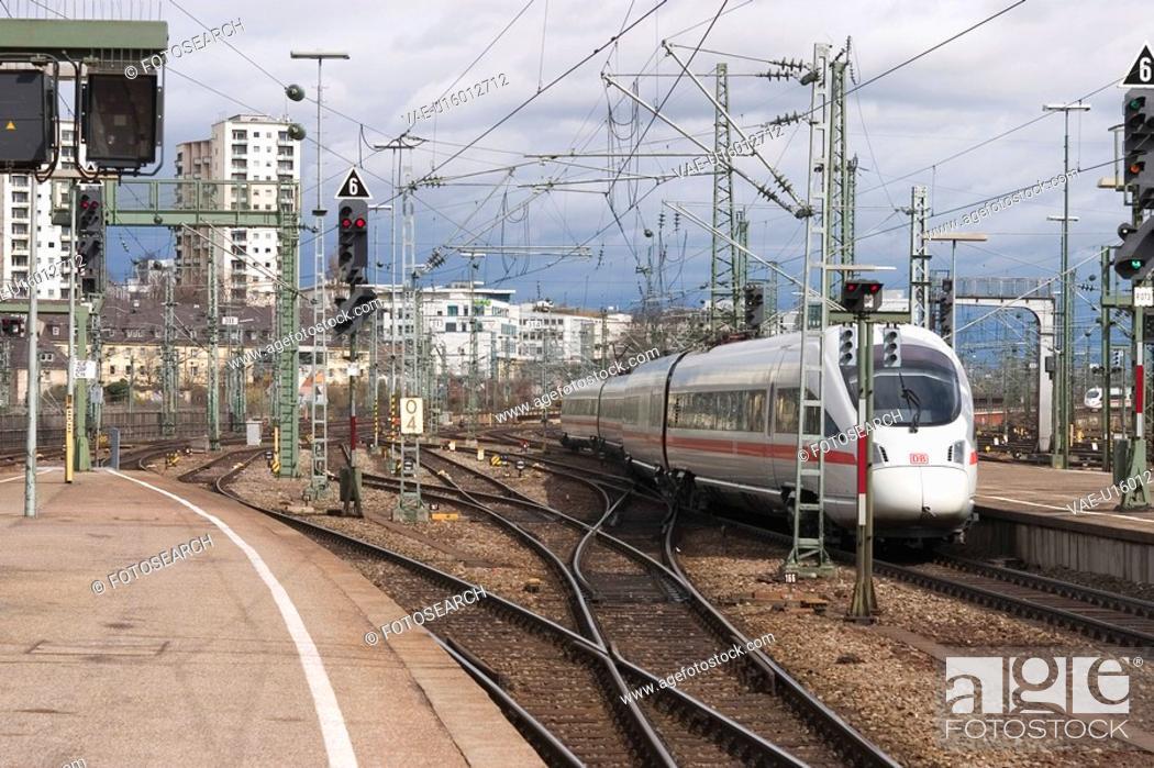 Stock Photo: conveyance, travel, track, way, path, pathway.