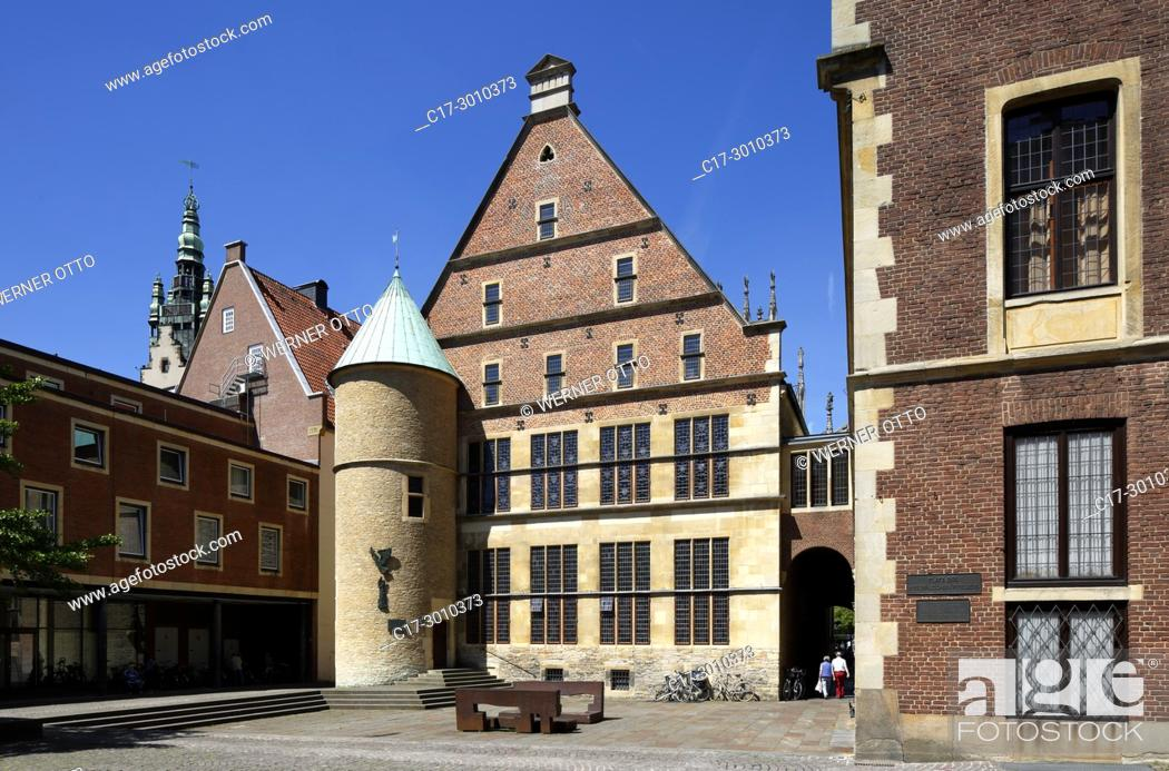 Stock Photo: Muenster (Westfalen), D-Muenster, Westphalia, Muensterland, North Rhine-Westphalia, NRW, Historical City Hall of Muenster at the Prinzipal Market Place.