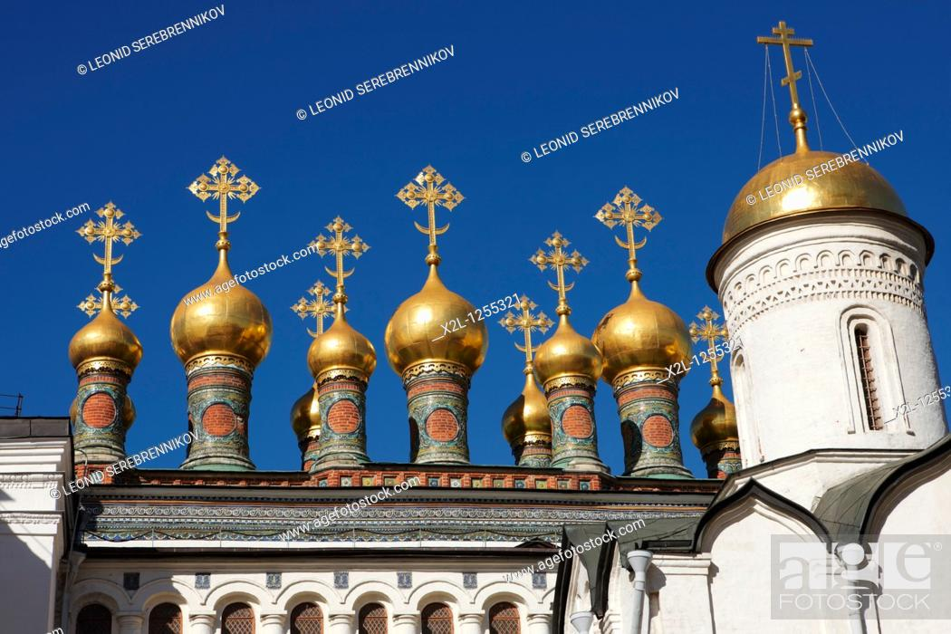 Stock Photo: Golden domes of Terem Churches  Kremlin, Moscow, Russia.