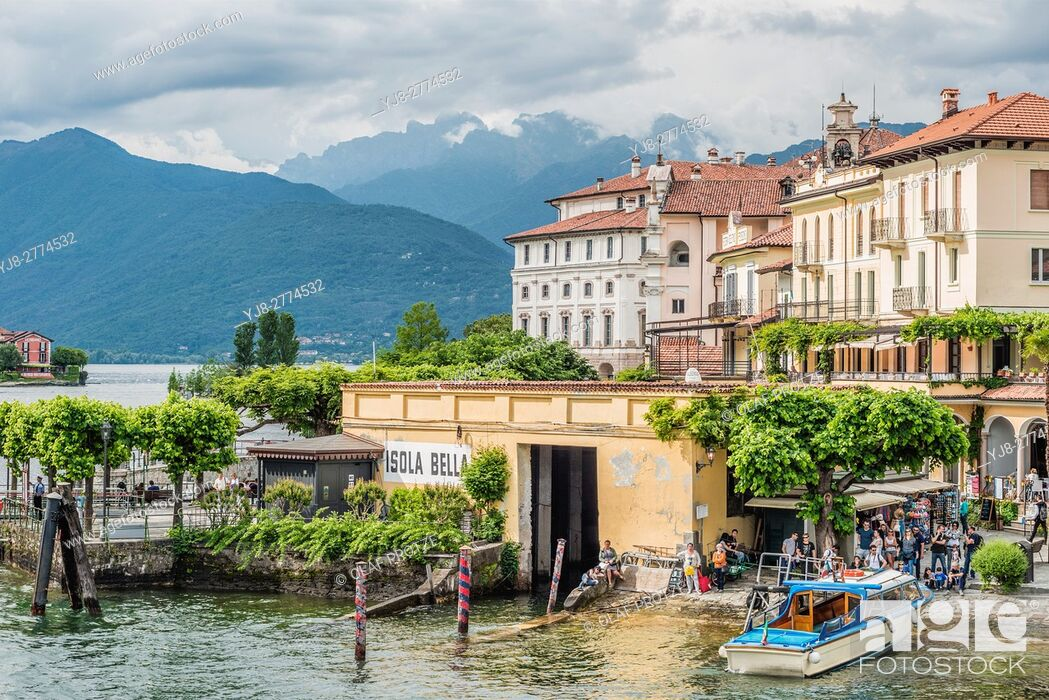 Stock Photo: Shipping Pier at Isola Bella, Lago Maggiore, seen from the lakeside, Piemont, Italy.