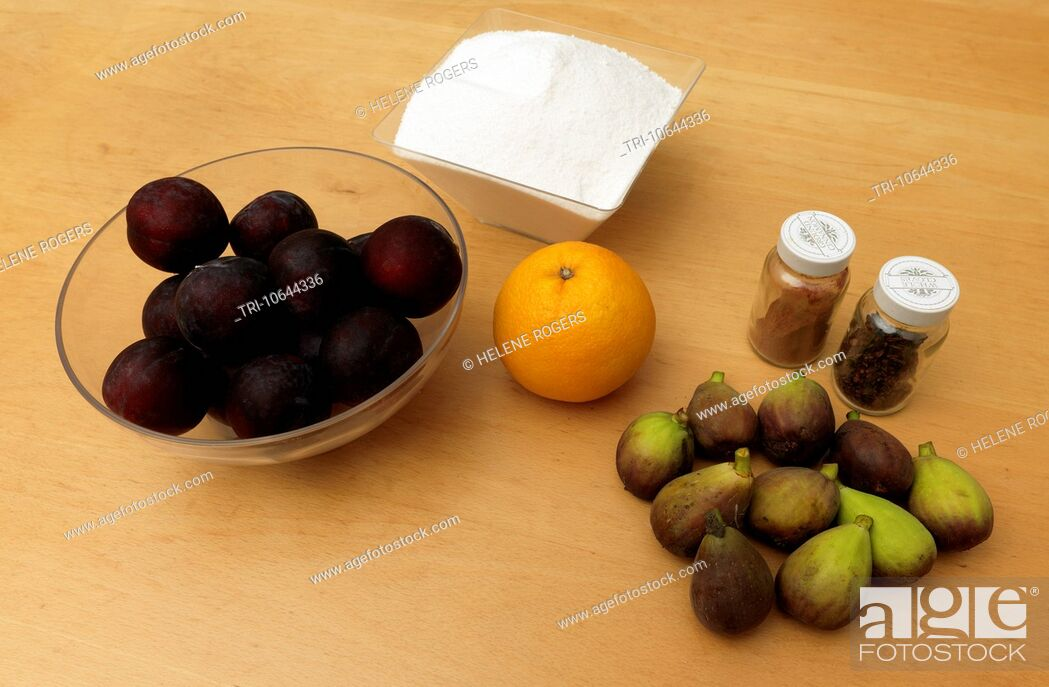 Imagen: Ingredients for Christmas Jam Figs, Plums, Orange, Cloves, Cinnamon and Sugar.