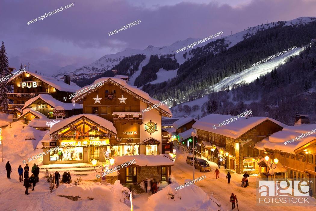 Imagen: France, Savoie, Meribel, Massif de La Vanoise, Tarentaise, ski resort in the Three Valleys, the city center.
