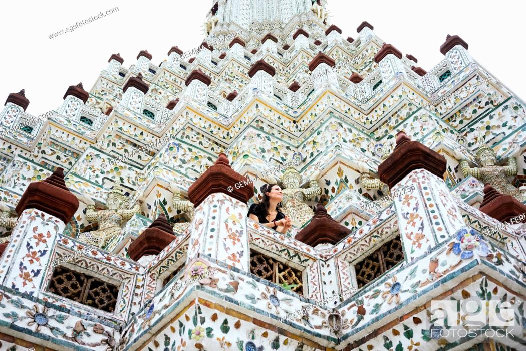 Imagen: Thailand, Bangkok, Wat Arun, Portrait of smiling woman visiting the Buddhist temple.