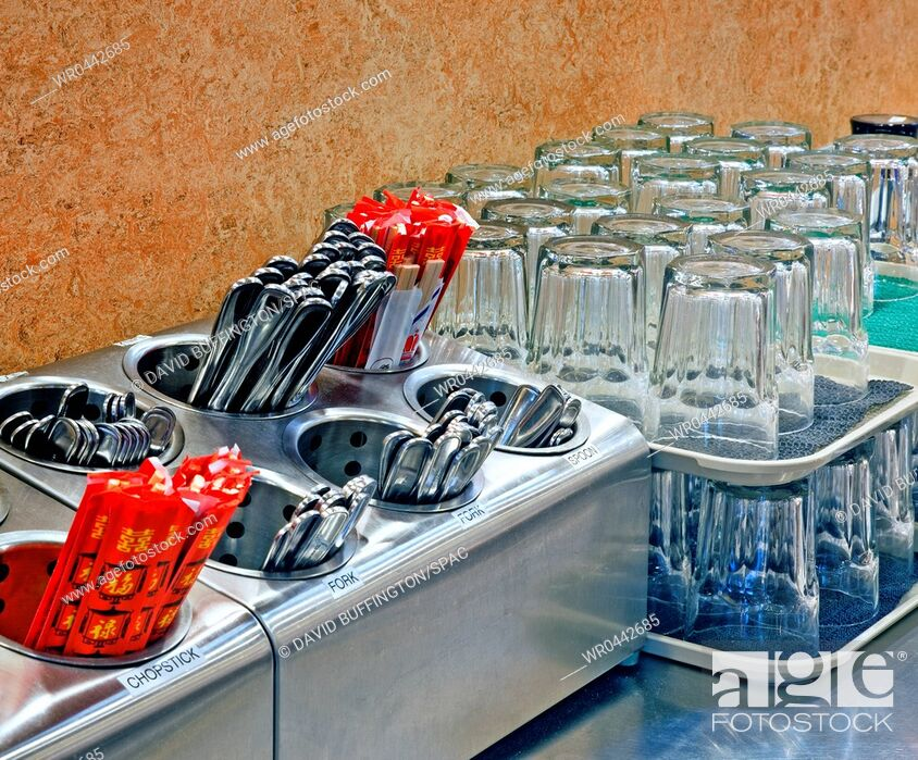 Imagen: Arranged Glasses and Silverware.
