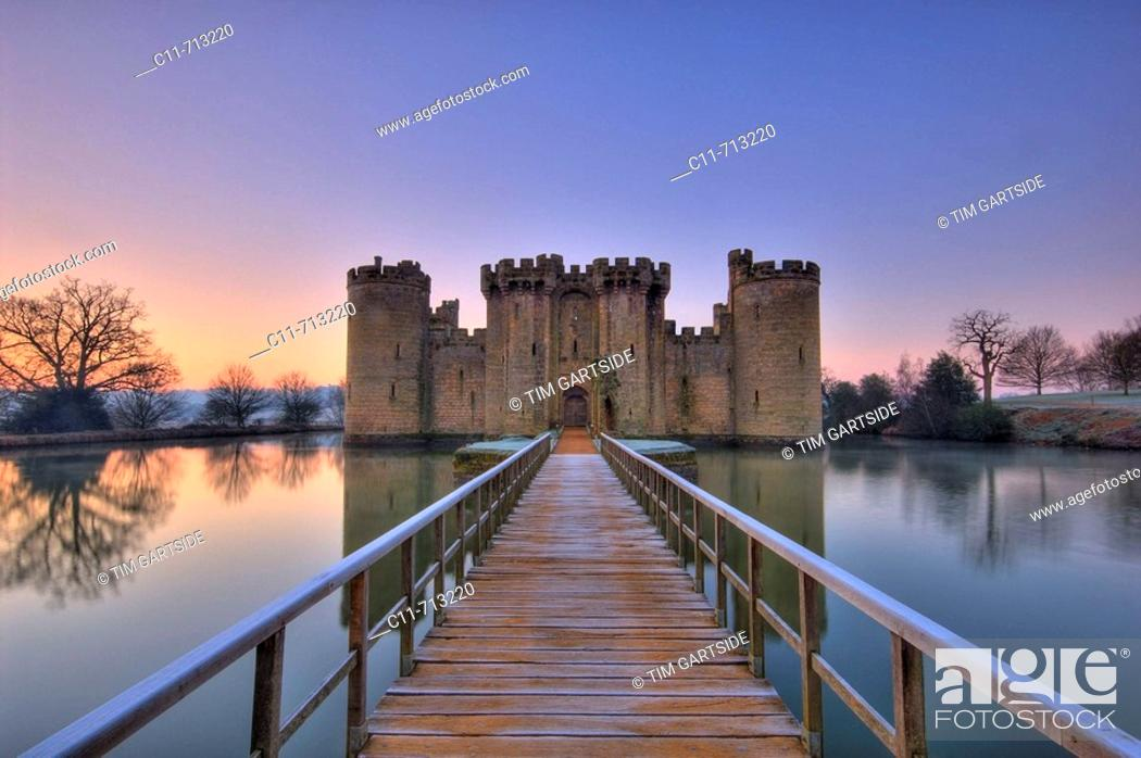 Imagen: bodiam castle at dawn on winter day east sussex kent border england uk europe.