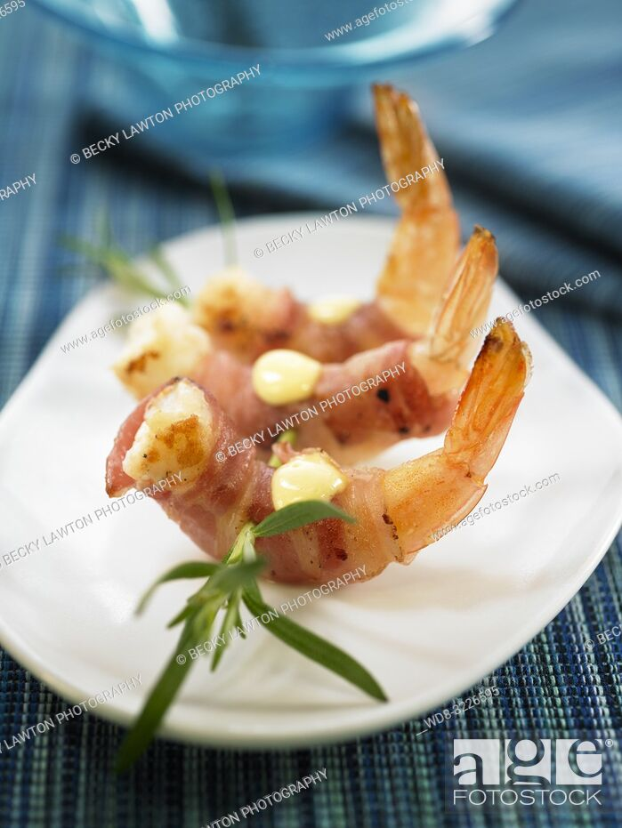 Imagen: frito de langostinos con bacon y alioli / fried shrimp with bacon and aioli.