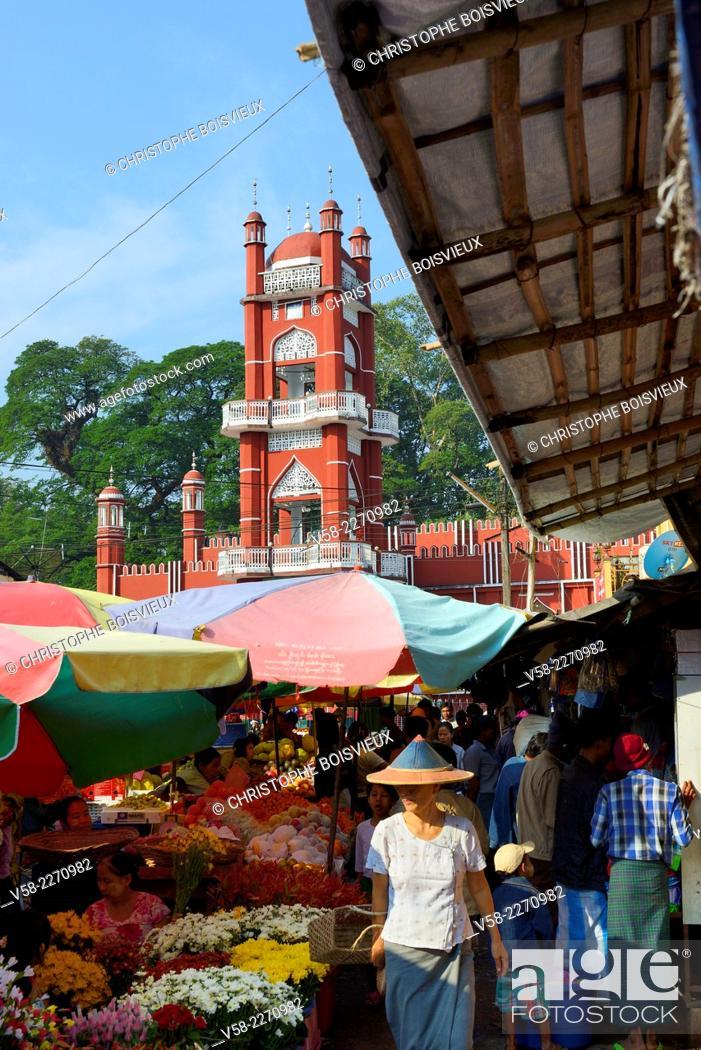 Stock Photo: Myanmar, Kayin (Karen) State, Hpa-An, The market.