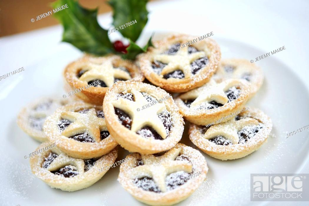 Stock Photo: Mince pies close up.