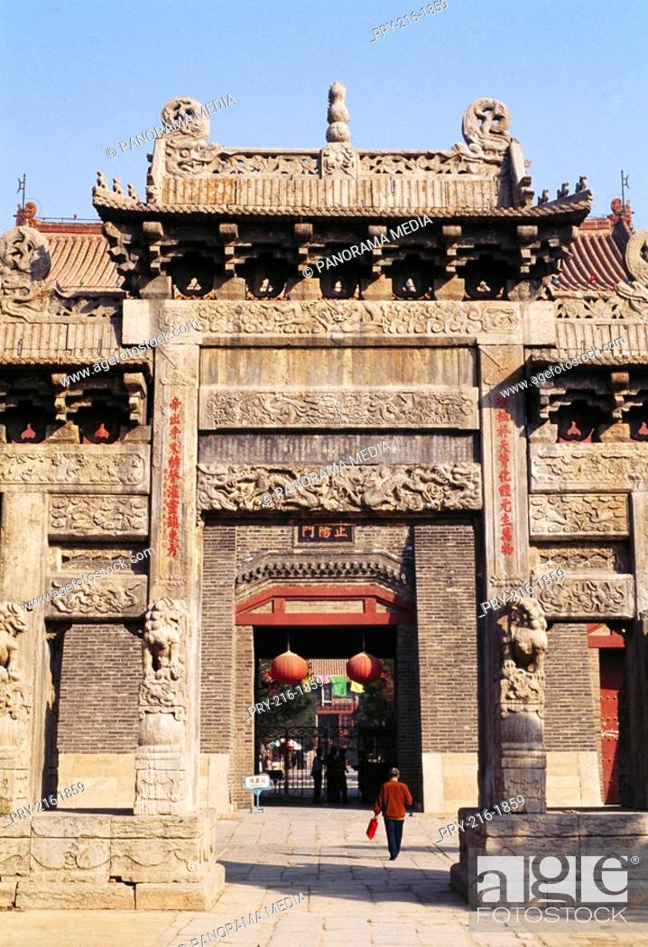 Stock Photo: Dai Temple Arch, Tai Mountain, Shandong.