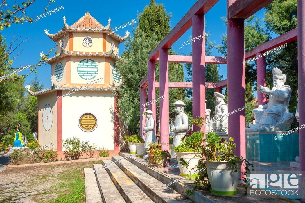 Imagen: Temple of the Pagoda Hong Hien, Frejus, Var, Provence-Alpes-Cote d`Azur, France, Europe.