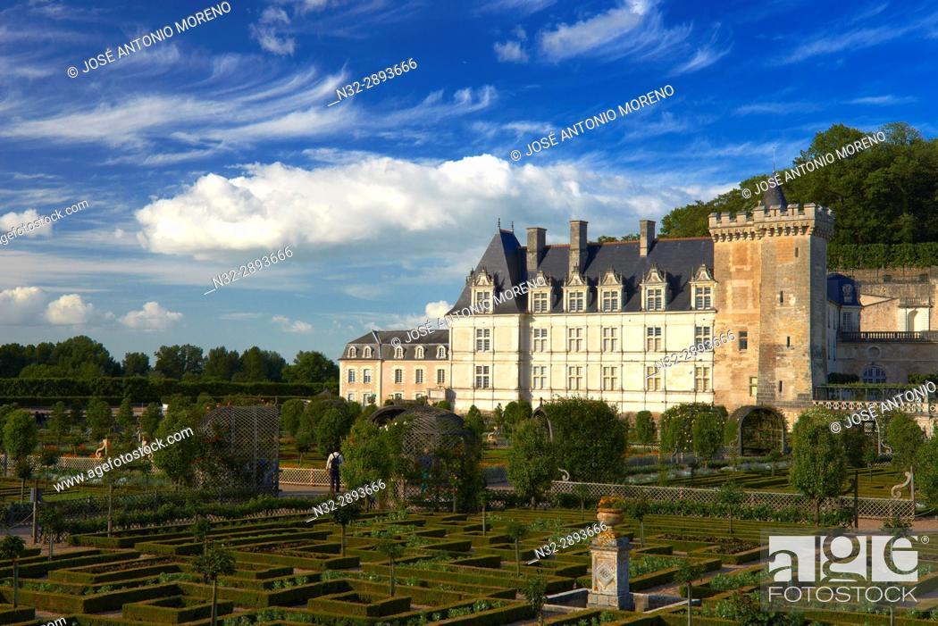 Stock Photo: Villandry, Castle and gardens, Château de Villandry, Indre et Loire,Touraine, Loire Valley, UNESCO World Heritage Site, France.