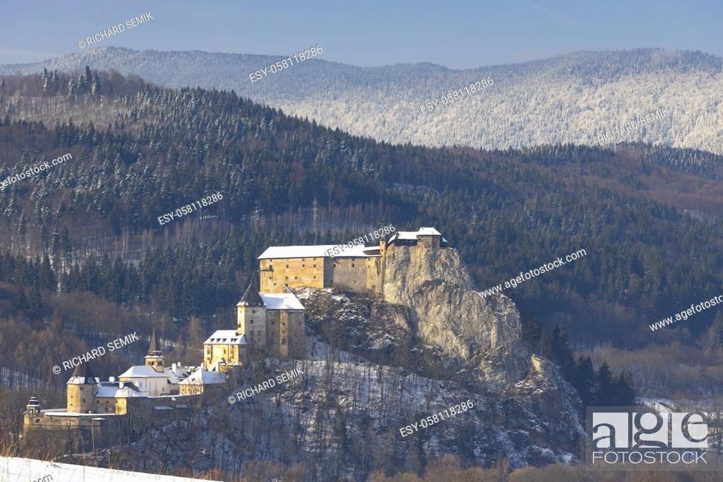 Imagen: Orava castle, winter landscape, Orava region Slovakia.