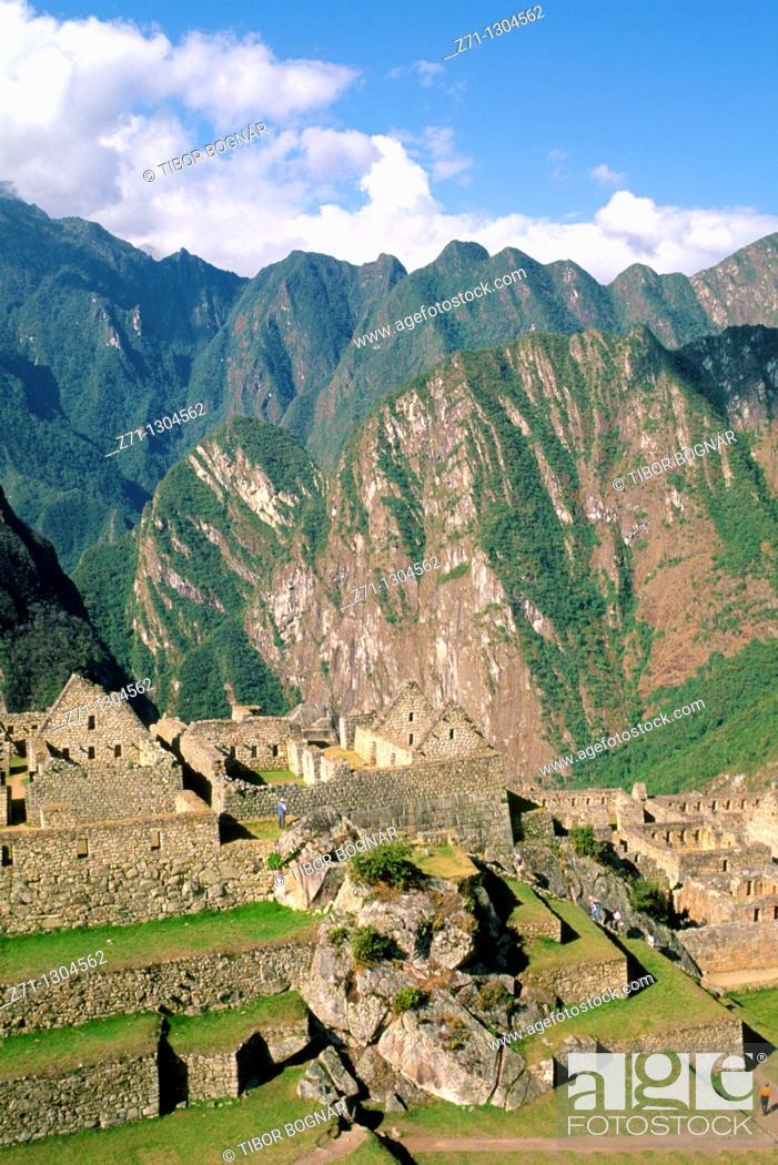 Stock Photo: Peru, Machu Picchu, Inca ruins, mountain landscape,.