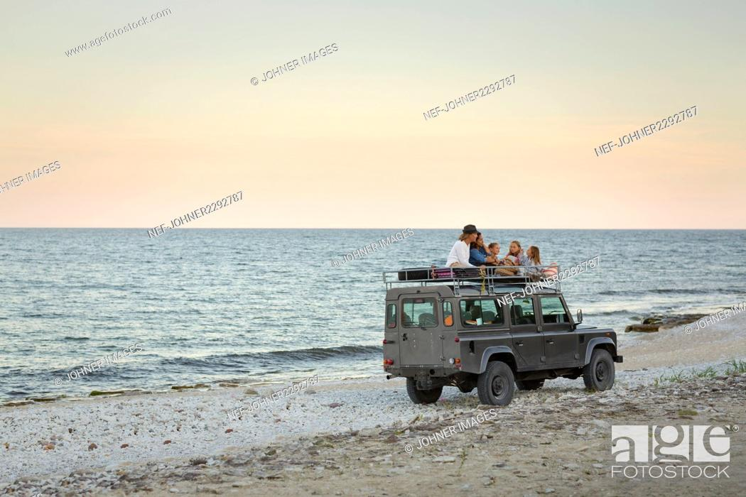 Imagen: Tourists traveling on roof of jeep.