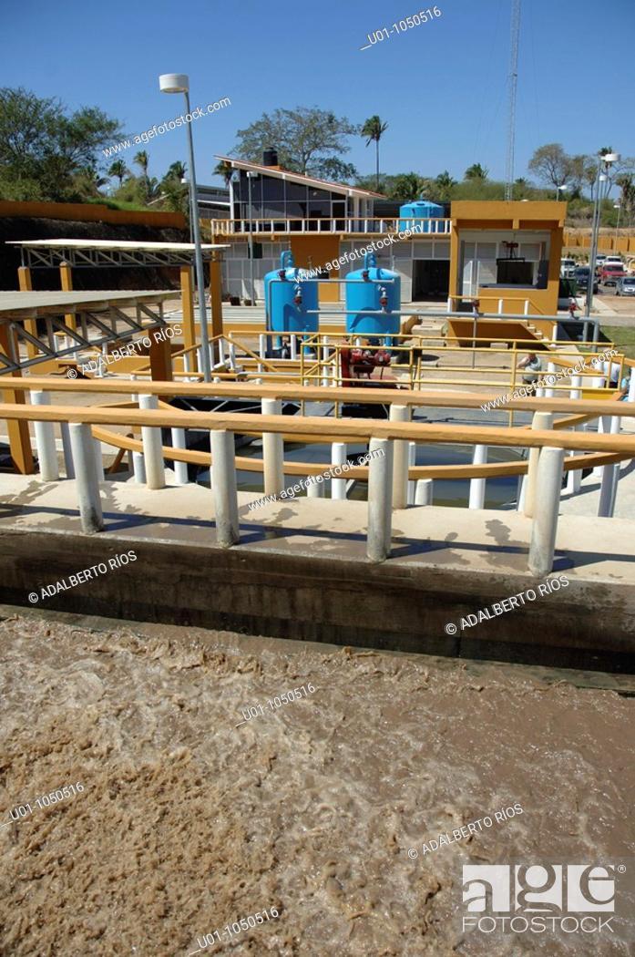 Stock Photo: La planta tratadora de aguas negras de Litibú recicla las aguas negras del poblado Higuera Blanca y del complejo turístico de Litibu Tiene tres módulos con.