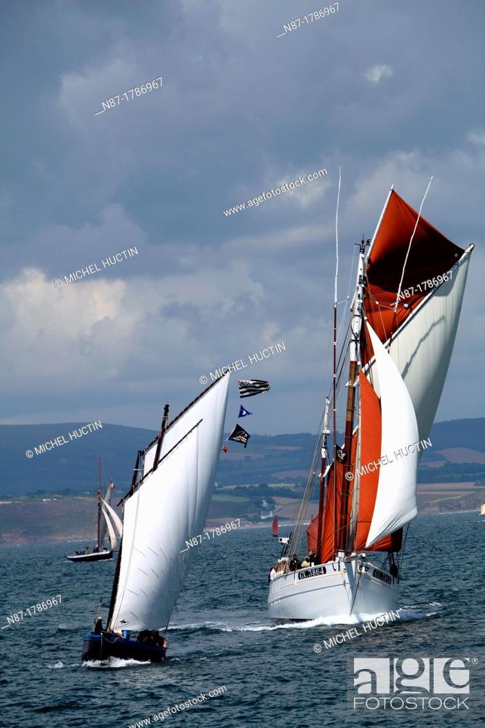 Stock Photo: Douarnenez, sailboats demonstration.