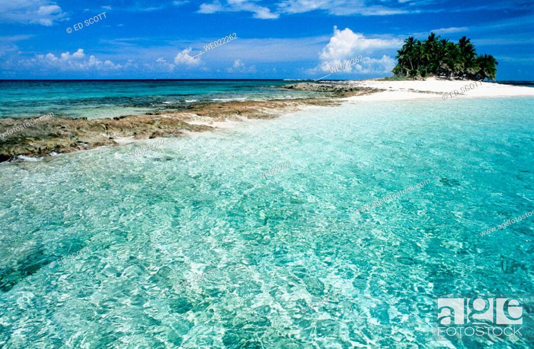 Stock Photo: Gilligham sandy islet. Nassau, Providence island. Bahamas, Caribbean.